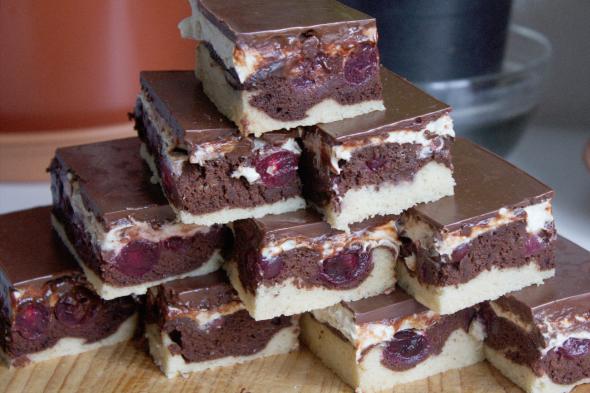 Marbled Vanilla&Chocolate Cake with Cherries