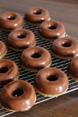 Vegan MOFO Day 5 - Chocolate Glazed Donuts | Donuts mit Schokoglasur