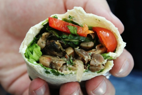 Vegan MOFO Day 6 - Mushroom Creamcheese Wrap   Pilz-Frischkäse-Wrap