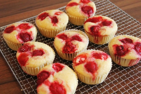 Vegan MOFO Day 3 - Strawberry muffins   Erdbeermuffins