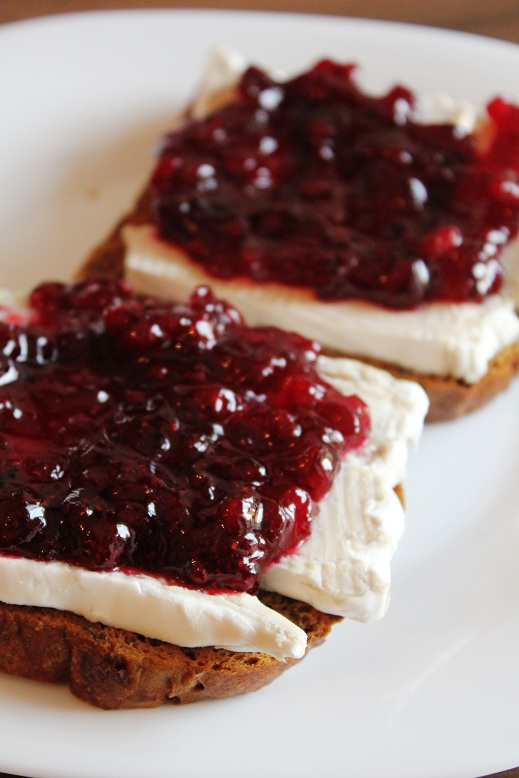 Camembert Lingonberry Toast | Camembert-Preiselbeer-Toast