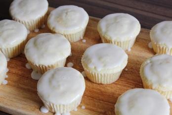 Glazed Lemon Muffins | Zitronenmuffin & Glasur