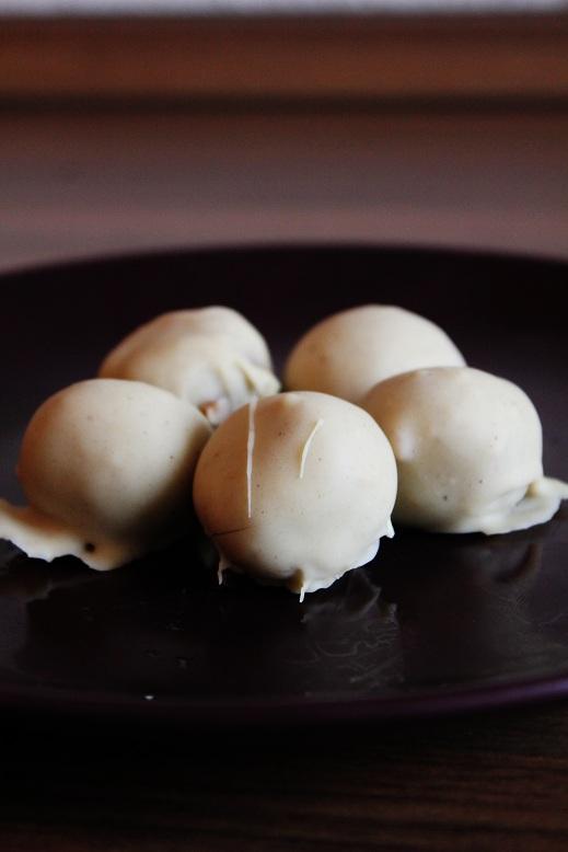 Peanut Butter White Chocolate Truffles | Erdnuss-weiße-Schokolade-Trüffel